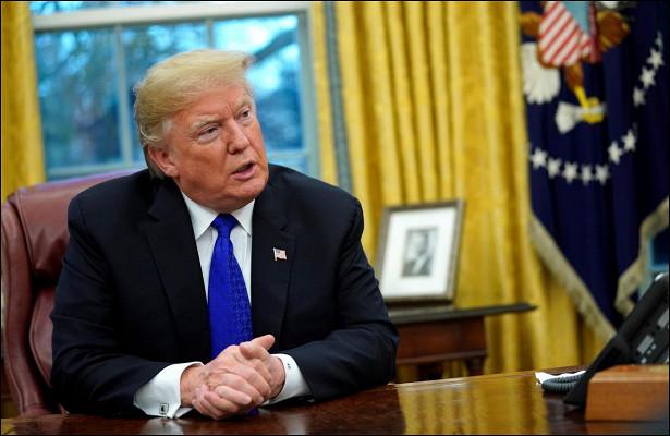 Трамп отказался отвечать навопросы журналистов