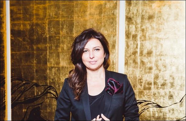 Рваные джинсы исмелые цвета: Алиса Хазанова иИрина Хакамада пришли наоткрытие выставки вобразах подростков-бунтарей