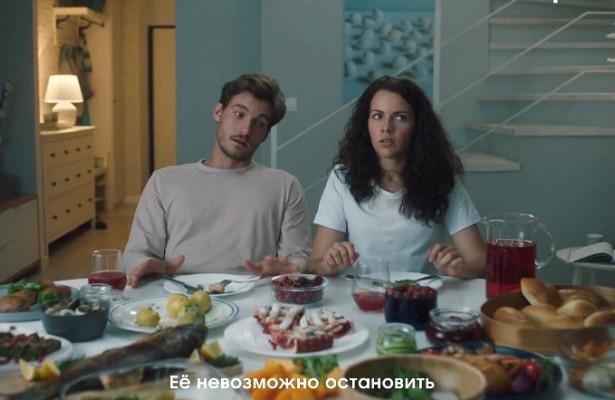 «Бабуля— этостихия»: Cheil сняли рекламу холодильников дляпрогрессивных инезависимых