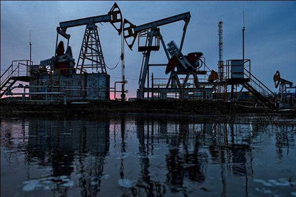 Нефть дешевеет наопасениях заспрос насырье
