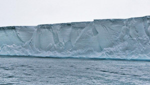 ОтАнтарктики откололся айсберг размером сНью-Йорк