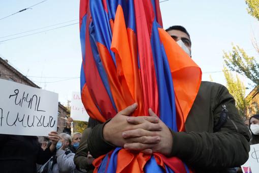 Половина кабмина Армении подала вотставку