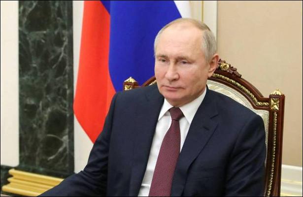 Путин поздравил россиян сДнем защитника Отечества