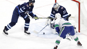 «Ванкувер» разгромил «Виннипег» вматче НХЛ
