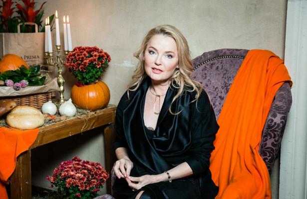 Стройные ноги исмелое декольте: 57-летняя Лариса Вербицкая вышла всвет воткровенном платье