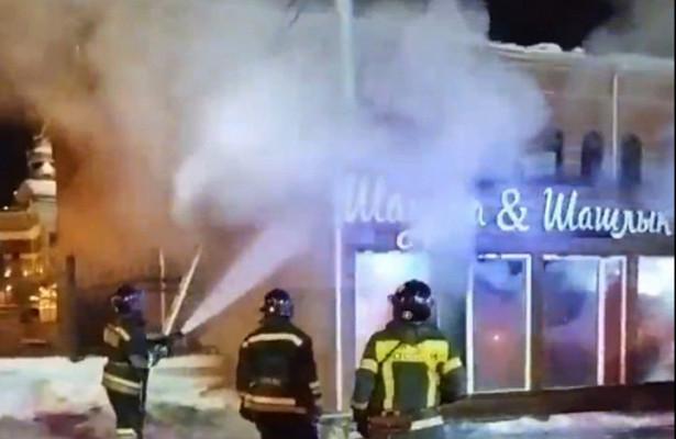 ВЧелябинске загорелся павильон попродаже шаурмы