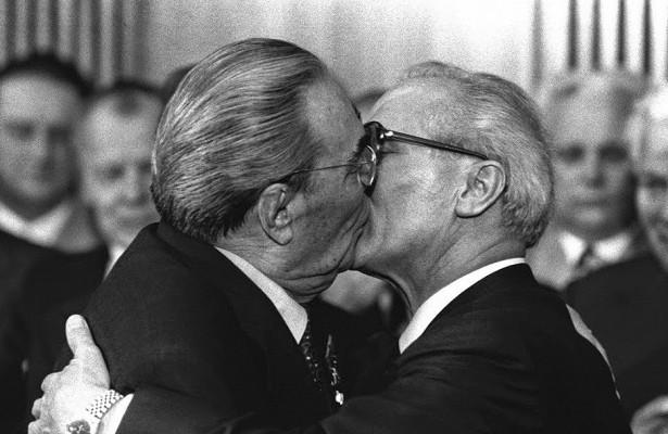 Cчего начались «страстные» поцелуи Брежнева