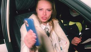 Задиравшая юбку вметро блогерша устроила пьяное ДТП