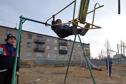 Панки починили детскую горку вЧелябинске