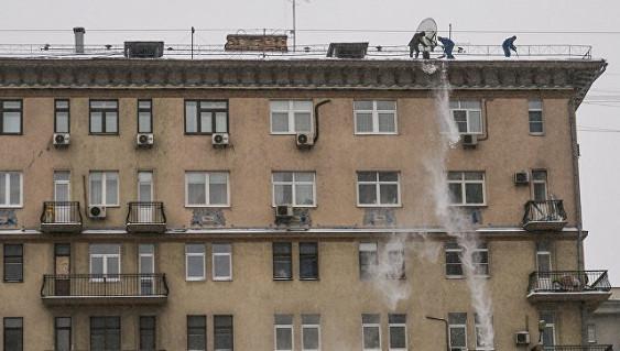 Чистивший снег кемеровчанин упал с9 этажа и умер