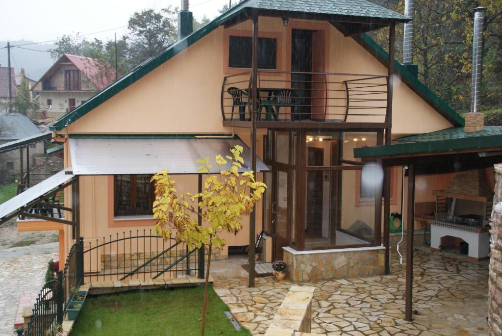 Дом в Карпенисион на берегу