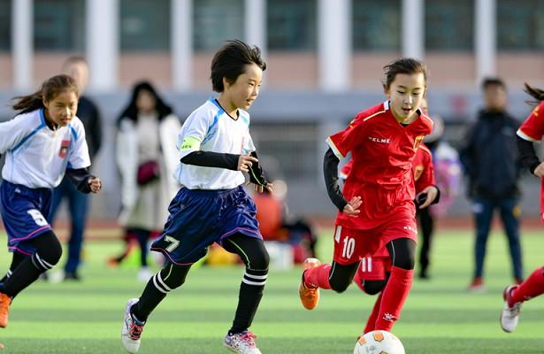 ВХух-Хото стартовали матчи школьной футбольной лиги «Кубок мэра» 2020