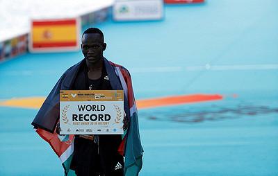 Кениец Кибивотт Канди побил мировой рекорд вполумарафоне