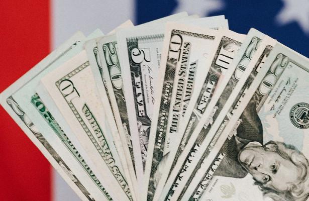 Специалисты посоветовали «держаться отдоллара подальше» вследующем году