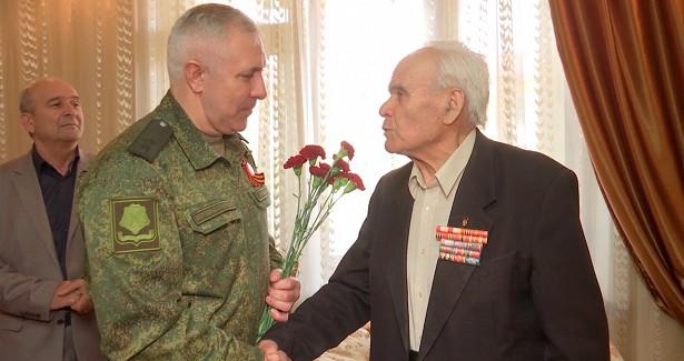 Командование миротворческого контингента РФвКарабахе поздравило ветеранов Великой Отечественной войны