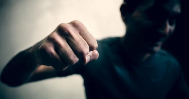 Братья-кузбассовцы получили сроки заизбиение сторожа штрафстоянки иугон