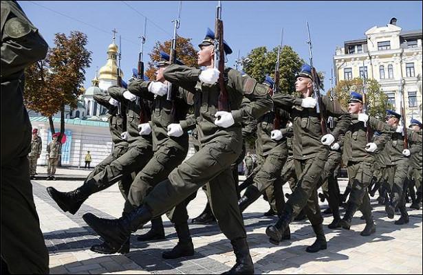 «Боевой гопак» ВСУприказано заменить «казацким» строевым шагом