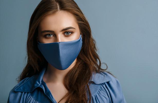 Назван правильный способ стирки тканевых масок