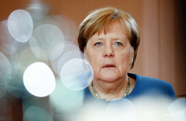 Автомобиль протаранил офис Меркель вБерлине
