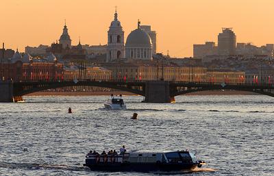 315-летие Петербурга горожане отмечают фестивалем мороженого иконцертом Гребенщикова