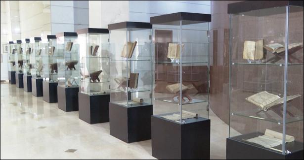 Национальный музей Таджикистана представил уникальные рукописи илитографии