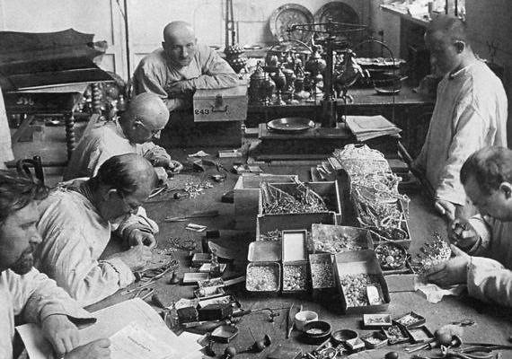 Какие сокровища забрали большевики изгробниц русских царей