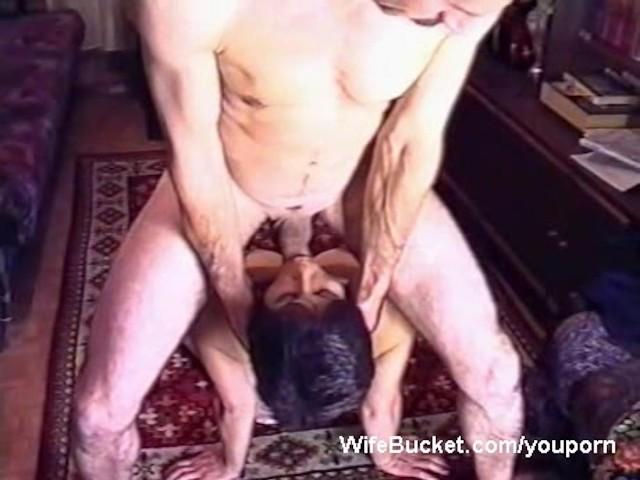 Euro girlnextdoor sucks cock outdoors