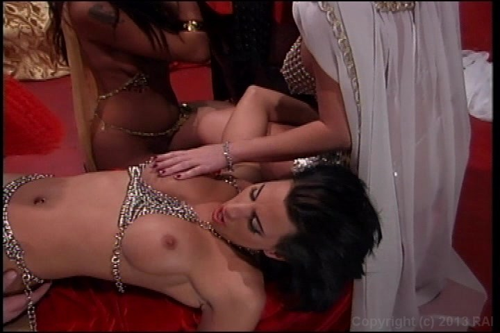 Japanese girlie squirts while