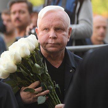 Пенсионер, который хочет покоя: Азиза рассказала осостоянии Бориса Моисеева