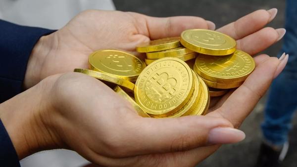 Стоимость биткоина впервые превысила 54тыс. долларов