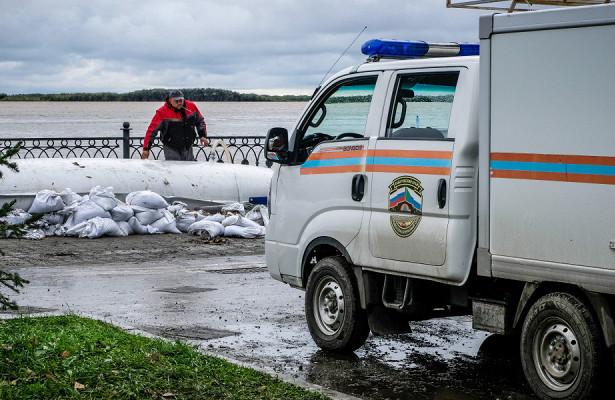 Спасатели помогают жителям Хабаровского края наладить бытпосле наводнения