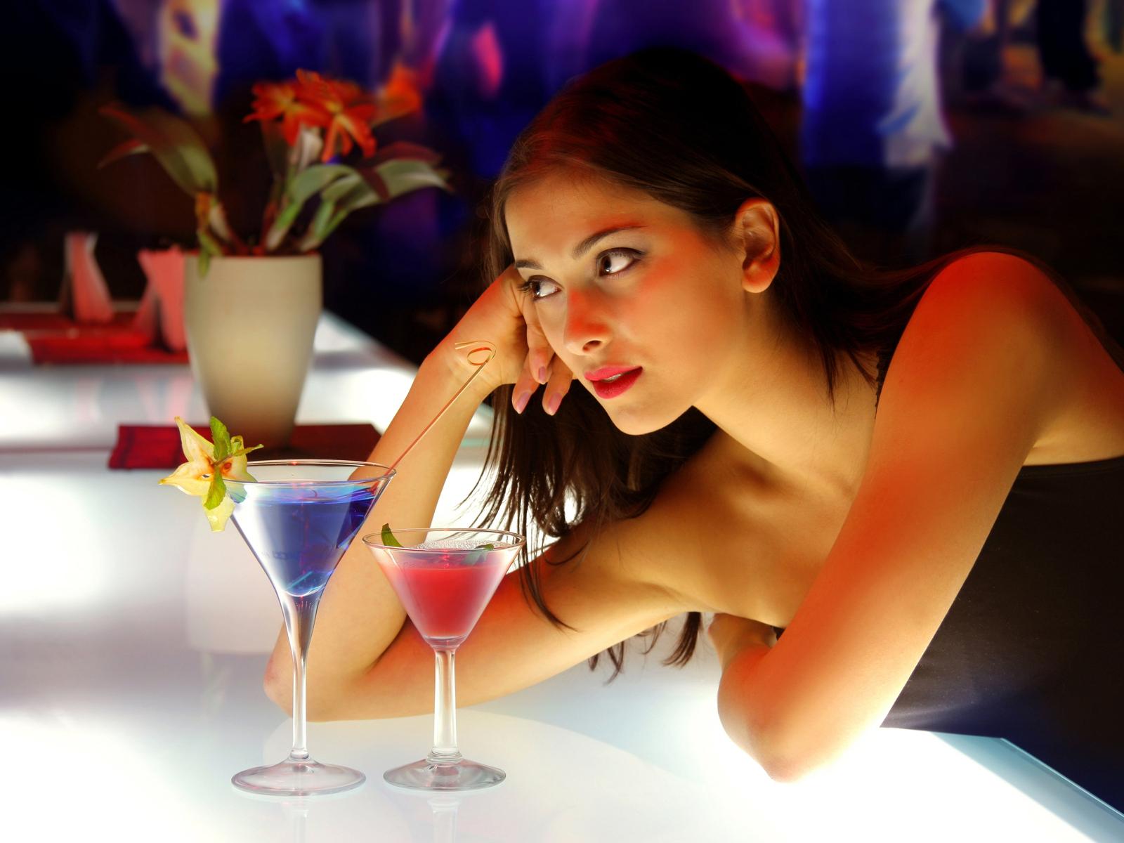В питере юлька зажигает в ночном клубе