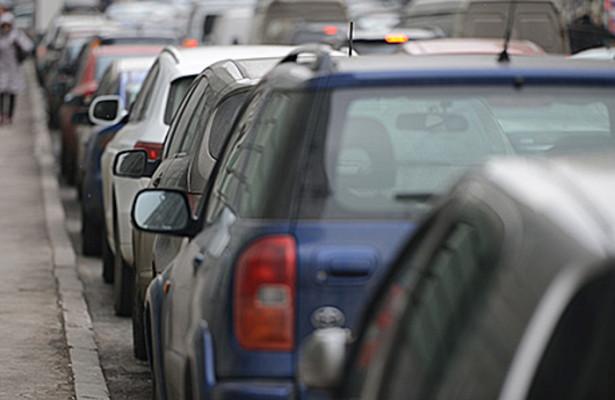 Вначале декабря парковка на133улицах Москвы подорожает до200рублей