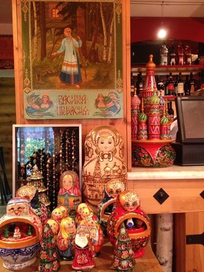 Ресторан Русский дворик - фотография 9 - Русская сказка и музей матрешек в ресторане Русский Дворик