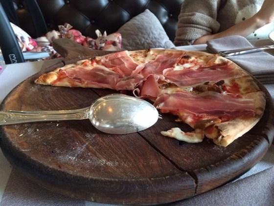 Ресторан Дом Карло - фотография 1 - Очень вкусная пицца