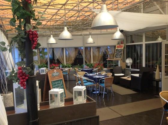 Ресторан Долина грез - фотография 5 - Внутри. Веранда.