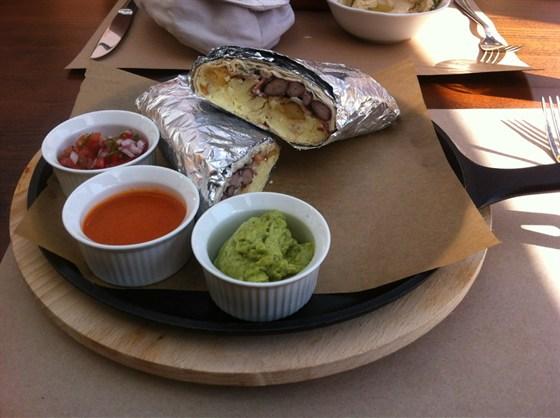 Ресторан Zinger Grill - фотография 14 - Мексиканский завтрак