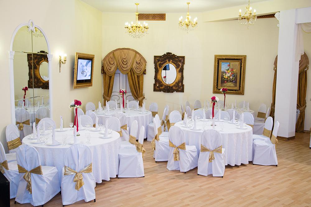 Ресторан Антре-холл - фотография 4 - Левая часть Банкетного зала Антре Холл
