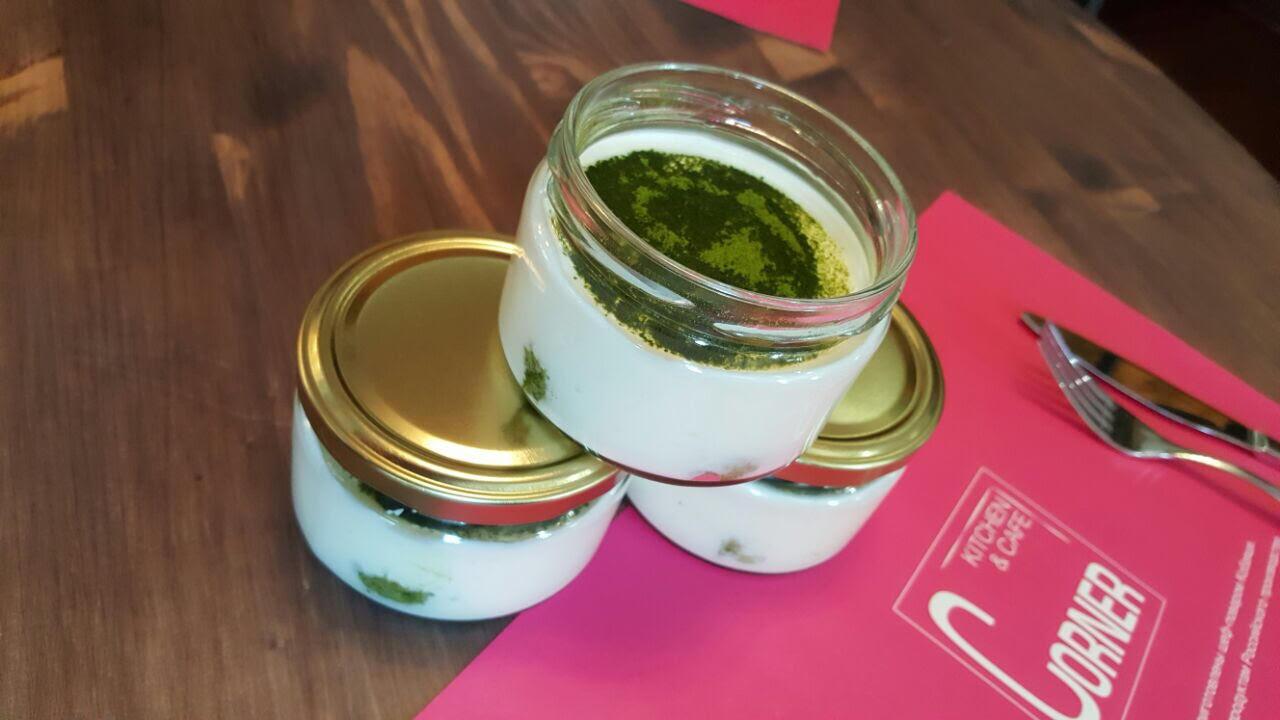 """Ресторан Corner Café & Kitchen - фотография 21 - Тирамису """"Зеленый чай"""""""