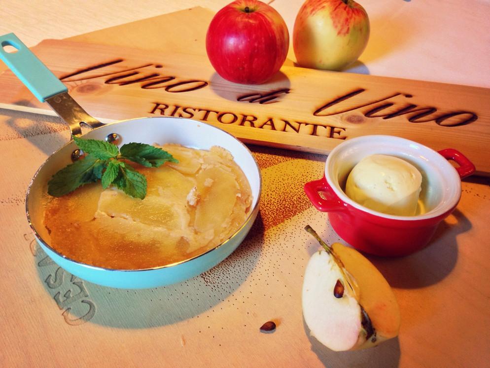 Ресторан Vino di vino - фотография 36 - Яблочный пирог с мороженым