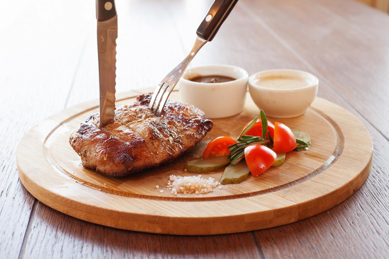 Ресторан Дюшес - фотография 3 - Стейк из телятины