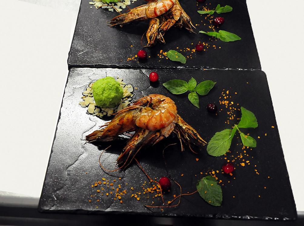Ресторан Forest Grill & Roll Bar - фотография 4 - Сорбет из авокадо и тигровые креветки