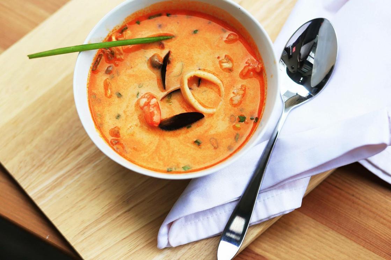 Ресторан Corner Kitchen & Café - фотография 2 - Том Ям с морепродуктами