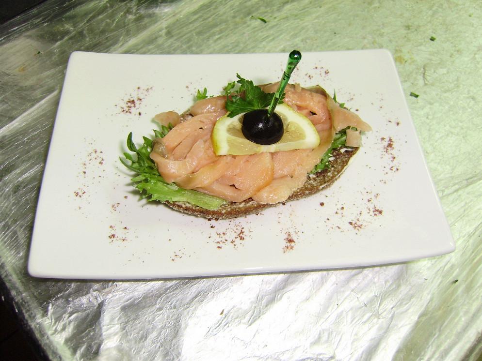 Ресторан Атриум - фотография 33 - гранд-канапе с сёмгой