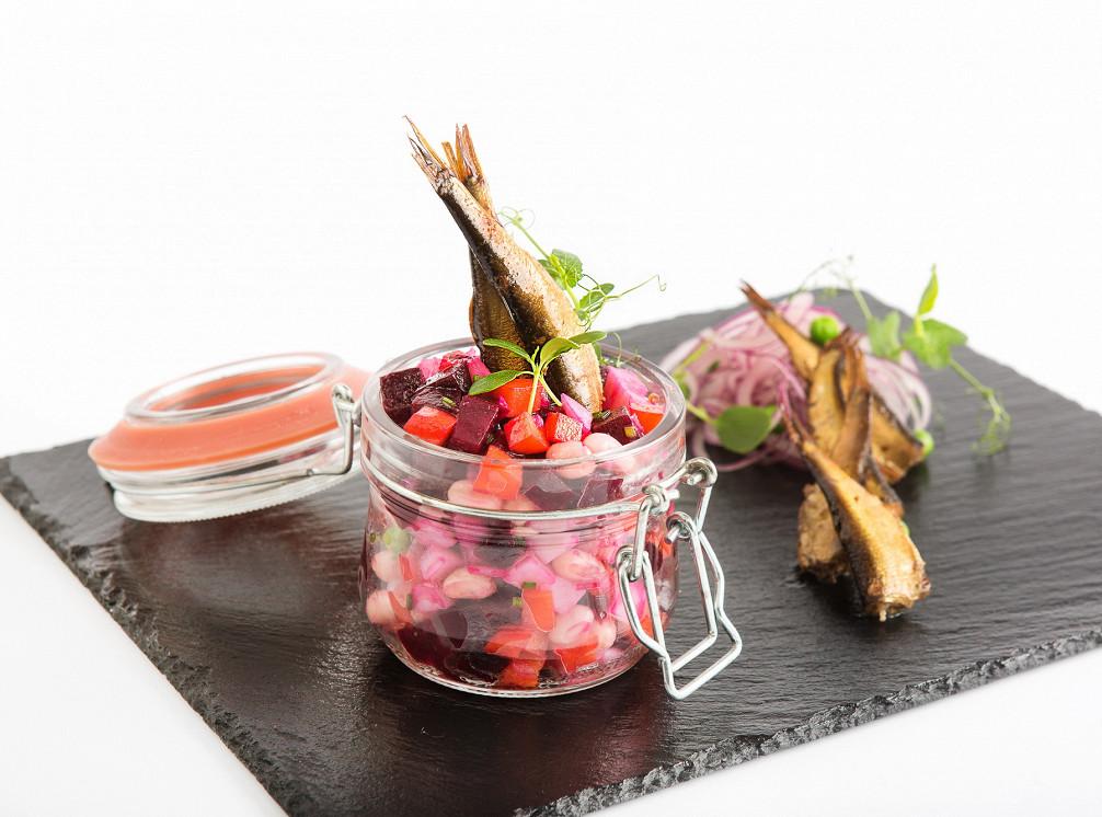 Ресторан Рассольников - фотография 12 - Винегрет с балтийскими шпротами и грибами