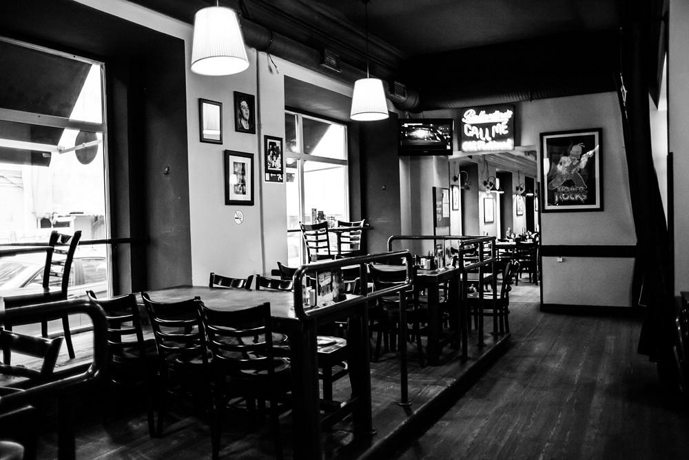 Ресторан Rock'n'Roll Bar & Café - фотография 2 - зал №1