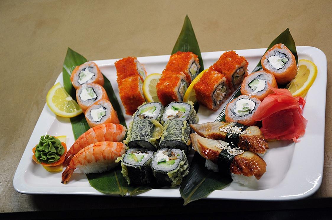 Ресторан Forest Grill & Roll Bar - фотография 5 - великолепный set из суши и роллов
