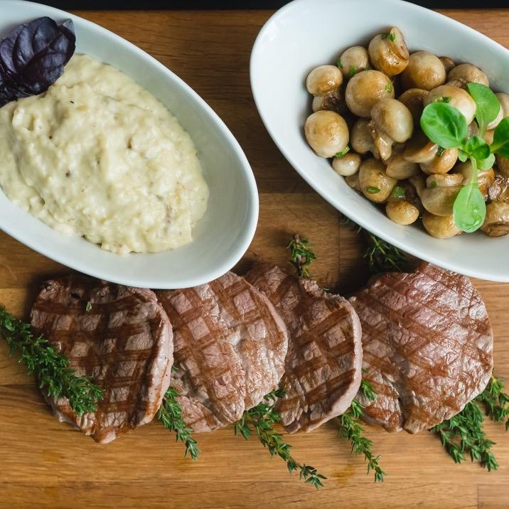 Ресторан Kitchenette - фотография 19 - Филе говядины с баклажанным пюре и мини шампиньонами