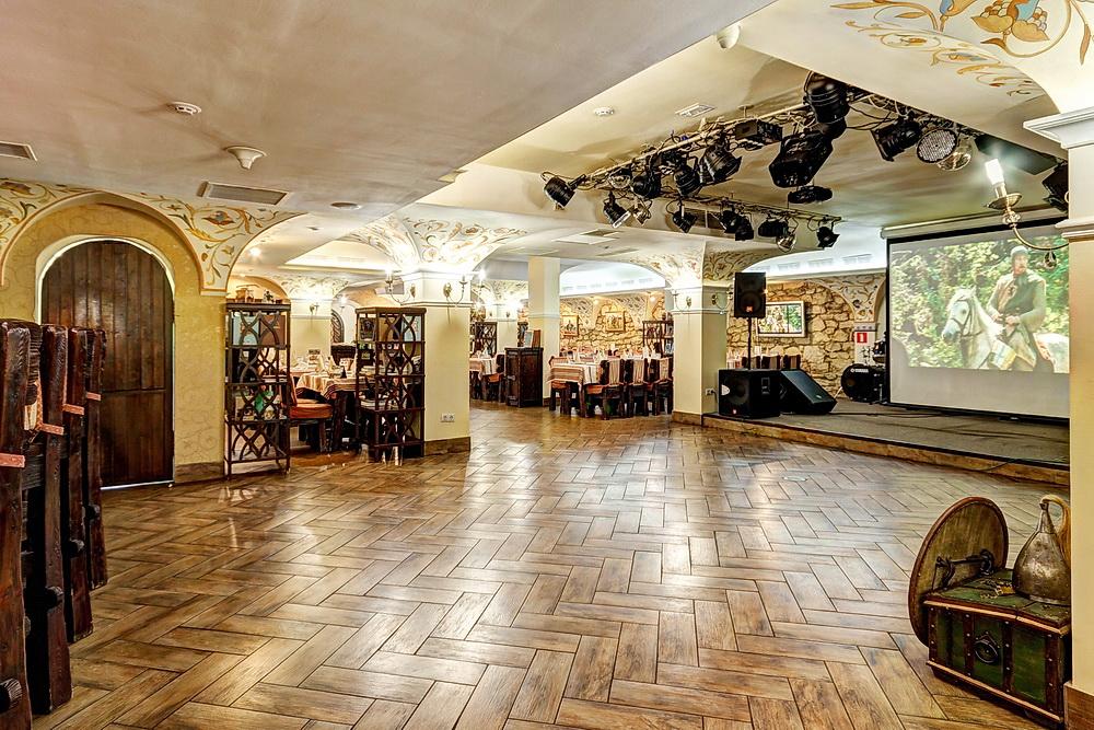 Ресторан Добрыня - фотография 28 - Танцпол и сцена.