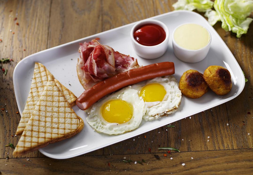 Ресторан Hudson Deli - фотография 6 - Плотный завтрак